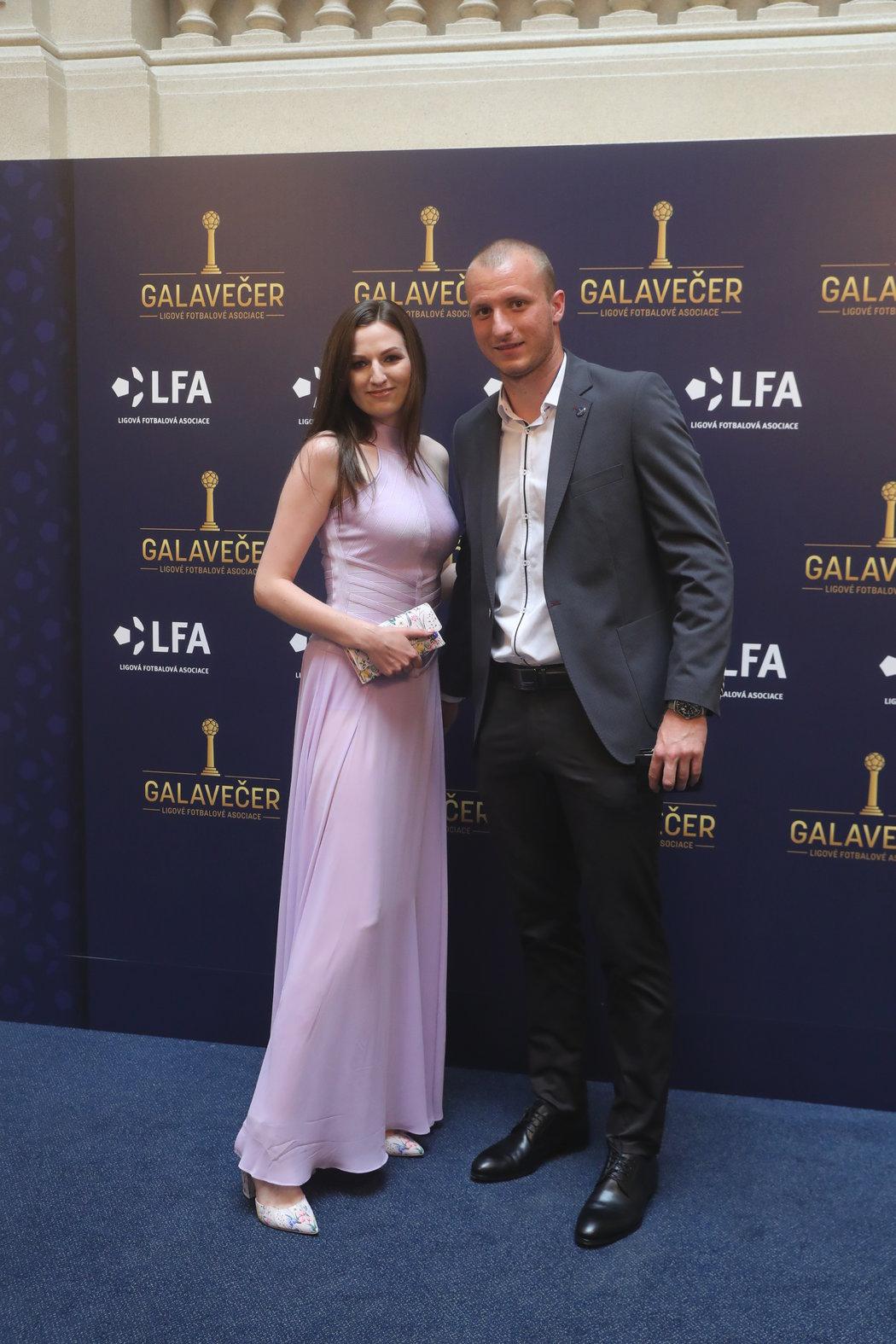 Plzeňský střelec Michal Krmenčík s partnerkou Denisou.