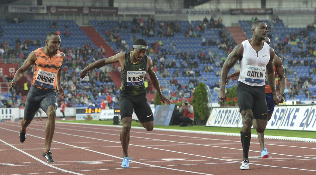 Sprint na 100 metrů s mistrem světa Justinem Gatlinem byl opět vrcholem Zlaté tretry. Tentokrát však s prořídlými tribunami.