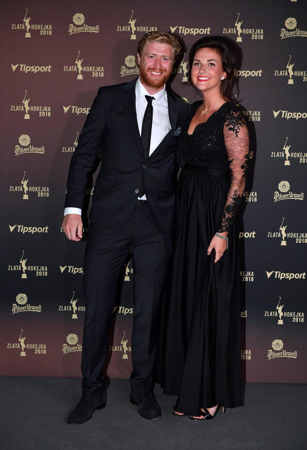 Útočník Philadelphia Flyers Jakub Voráček s přítelkyní Markétou