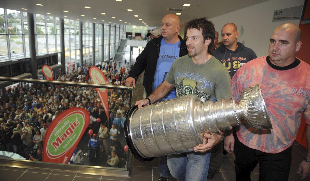 O devět let později po prvním zisku Stanley Cupu litoval Petr Sýkora zpřísněných podmínek od hlídačů