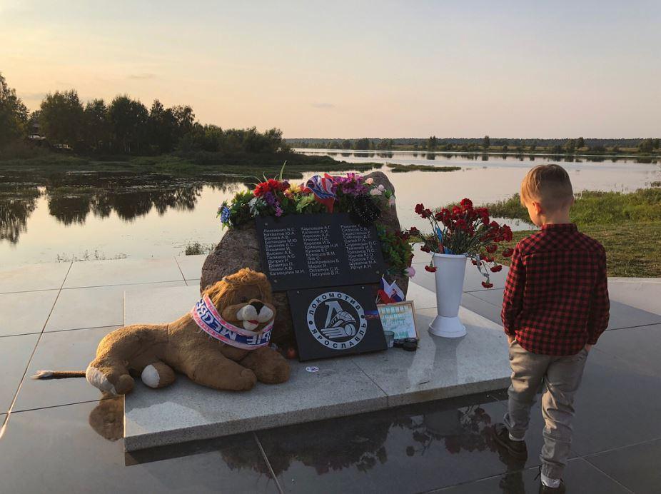 Rodina Skalákova se po 7 letech přišla podívat na místo nehody v Jaroslavli.