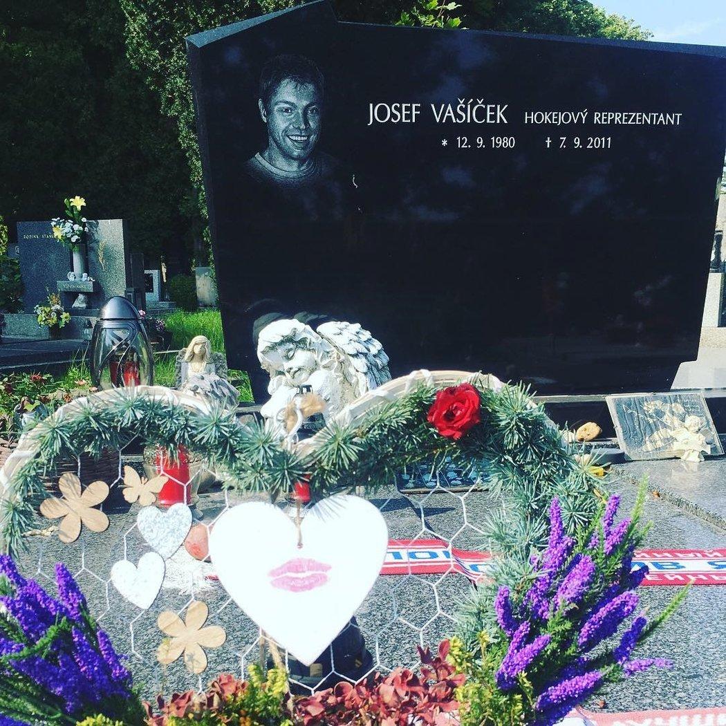Snoubenka Josefa Vašíčka Michaela přišla loni k hrobu s jasným vzkazem.