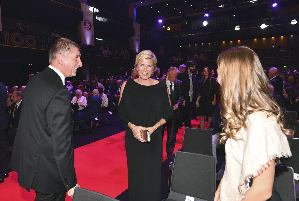 Premiér Andrej Babiš a Kateřina Neumannová s dcerou Lucií na oslavách 100 let českého sportu