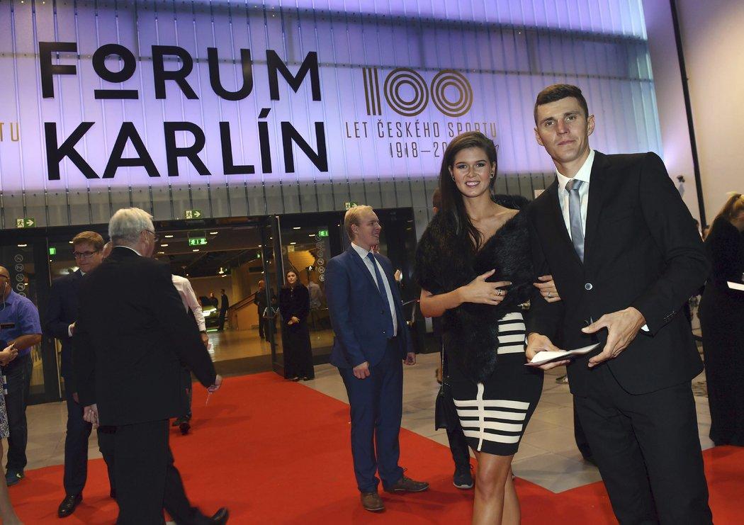 Jaroslav Kulhavý na galavečeru 100 let českého sportu s manželkou Denisou