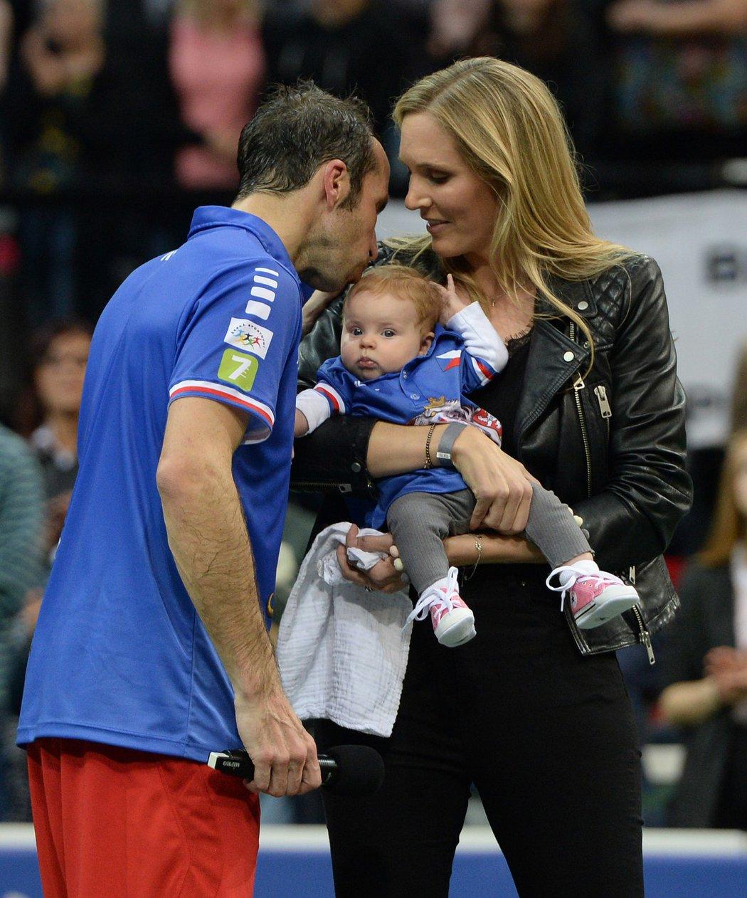 Po rozlučce si Radek Štěpánek užil společnost manželky Nicole Vaidišové a dcery Stelly