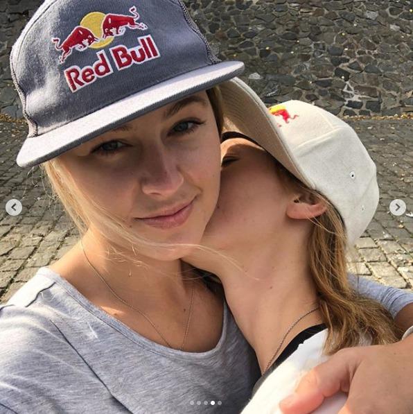 Šárka Pančochová randí s krásnou americkou maminkou Kaileen Laree, která miluje mořské vlny