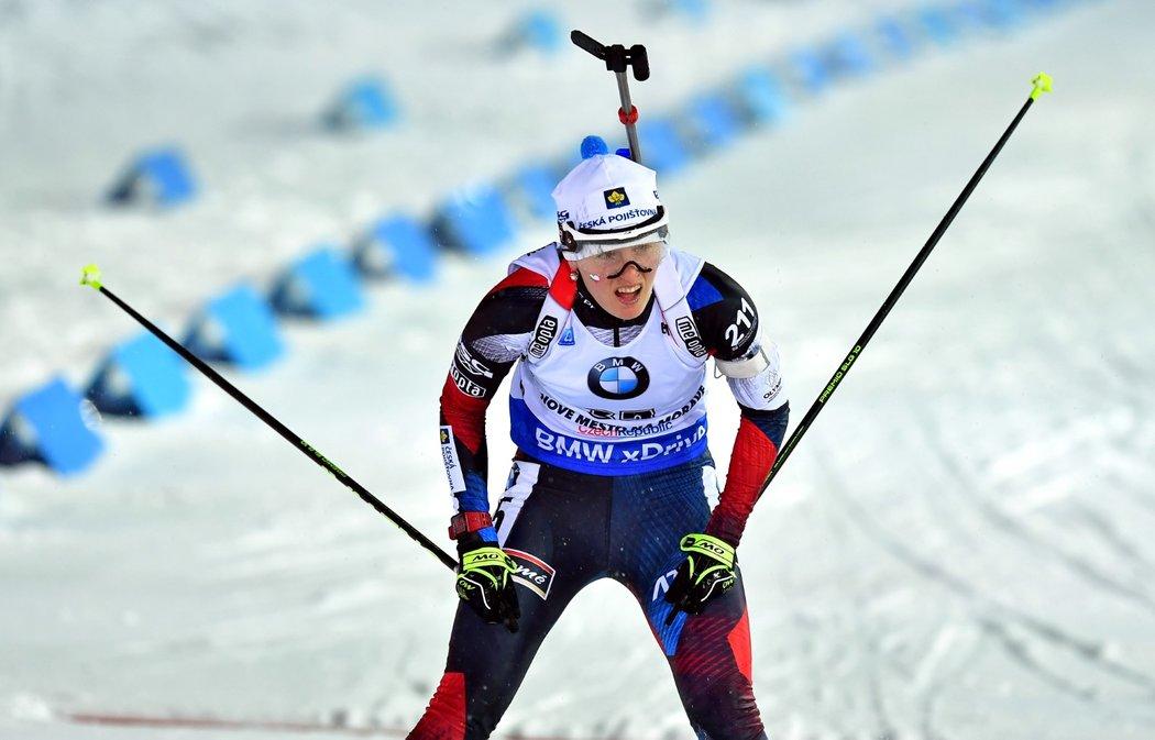 Veronika Vítková v cíli sprintu SP v Novém Městě