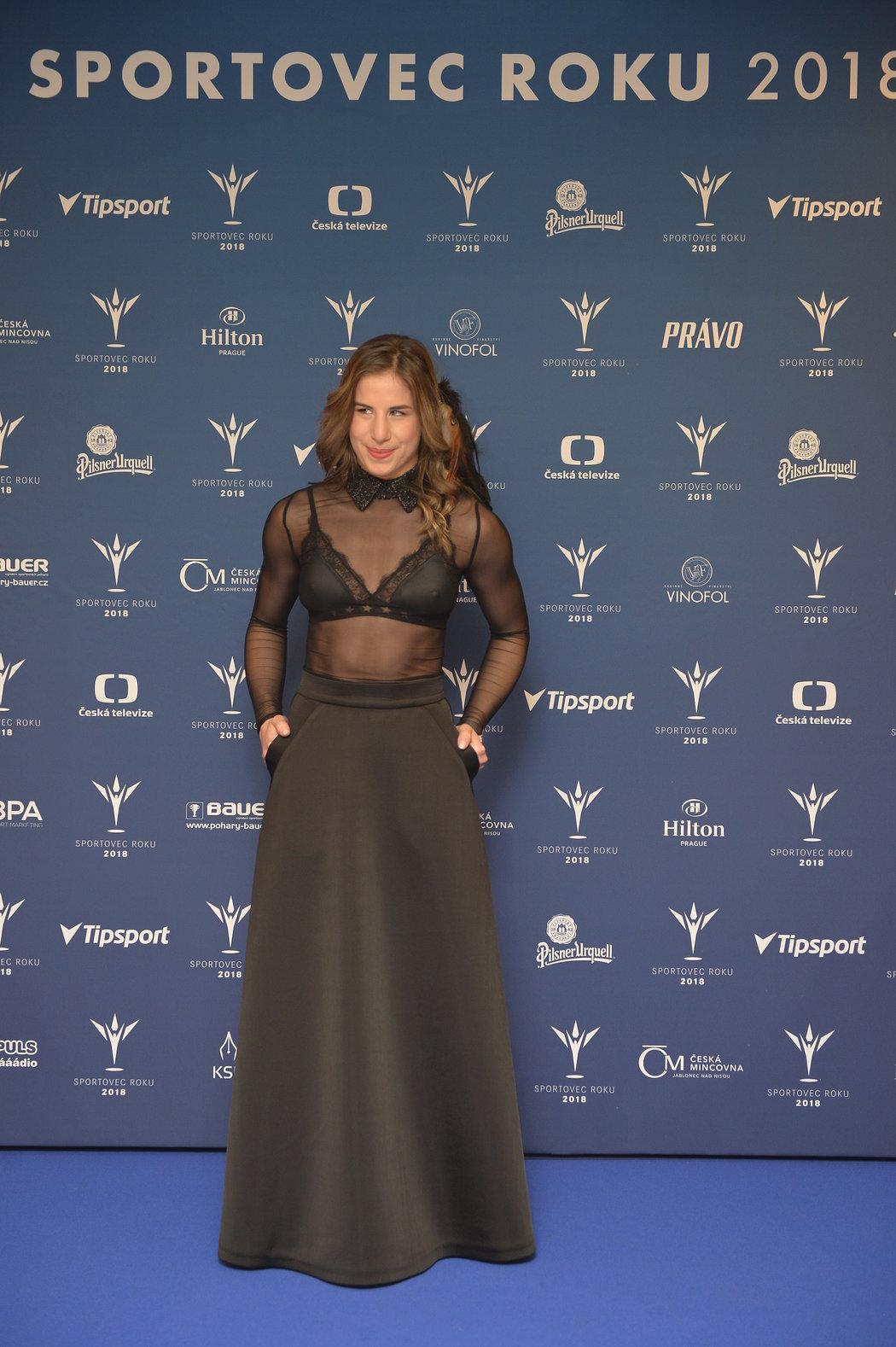Ester Ledecká zvolila na vyhlášení ankety Sportovec roku elegantní rafinované šaty s krajkou