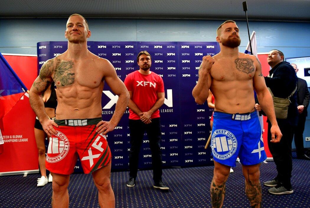 Petr Píno Ondruš (vlevo) a Patrik Kincl při vážení před svým soubojem v rámci večera XFN 15