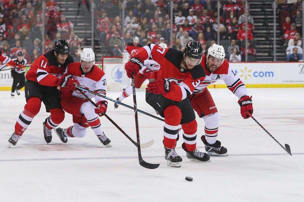 Ve 40. minutě se Pavel Zacha trefil po úniku v oslabení a v této sezoně NHL skóroval pošesté.