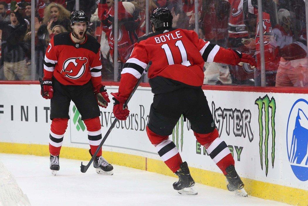 Pavel Zacha dal vítězný gól hokejistů New Jersey, kteří porazili Carolinu 2:0.