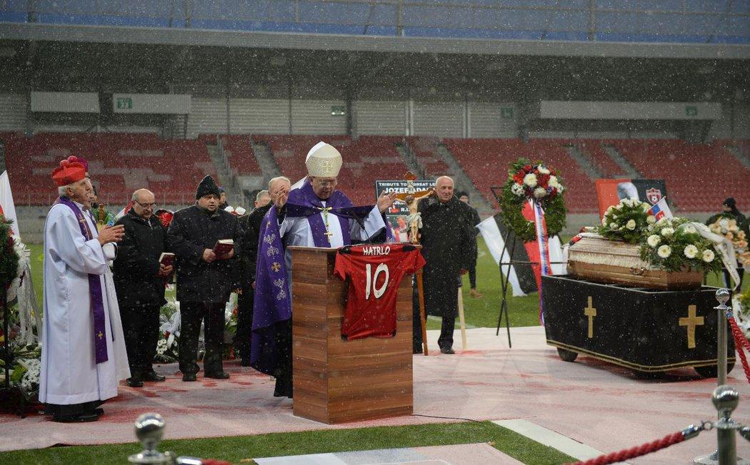 Zádušní mše za legendárního fotbalistu Jozefa Adamce