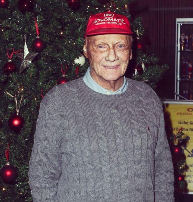 Niki Lauda na konci prosince popřál fanouškům krásné Vánoce
