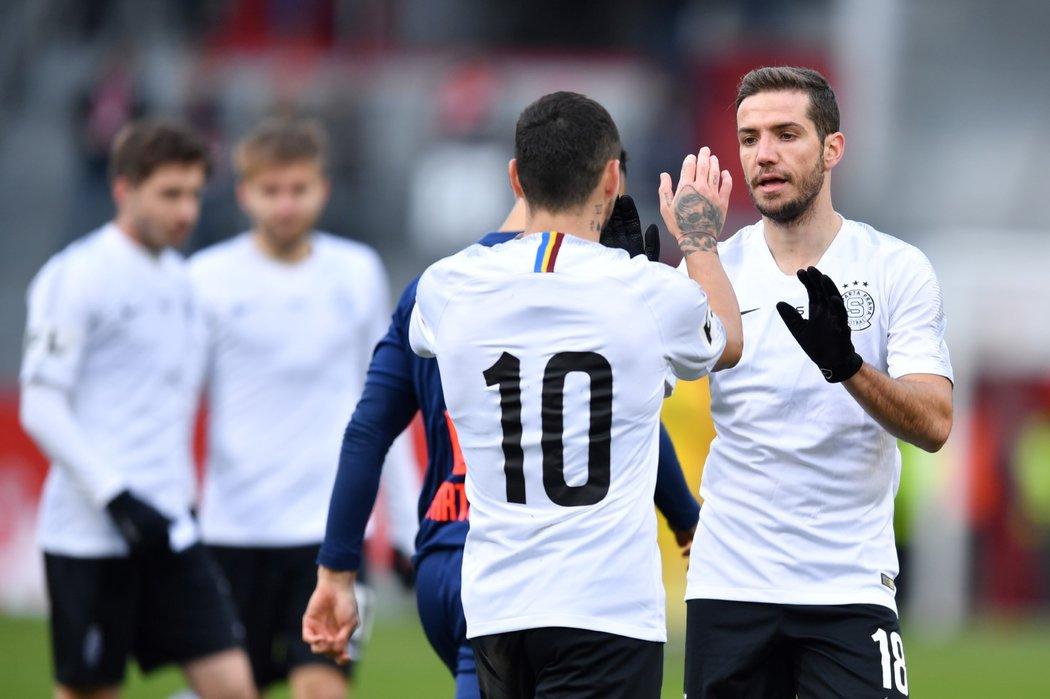 Alexandru Chipciu a Nico Stanciu se radují po druhé brance Sparty