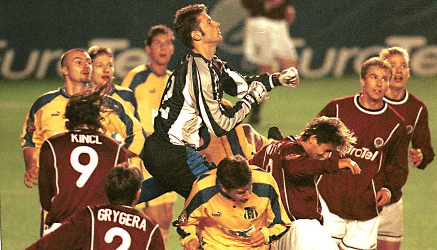 Petr Čech nastoupil v roce 2000 v brance Blšan proti pražské Spartě