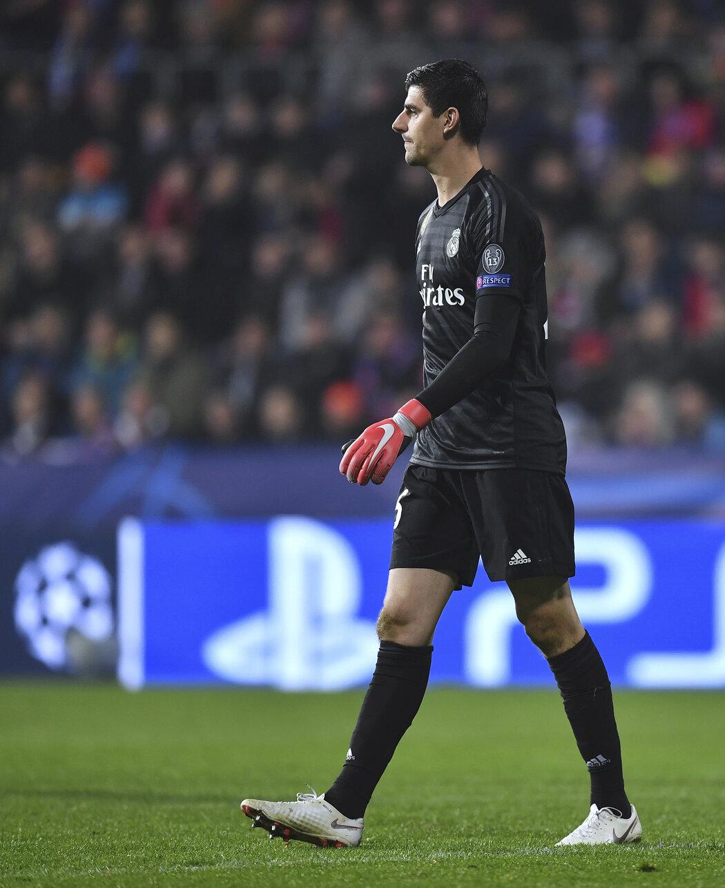 Thibaut Courtois v dresu Realu Madrid při zápase Ligy mistrů v Plzni
