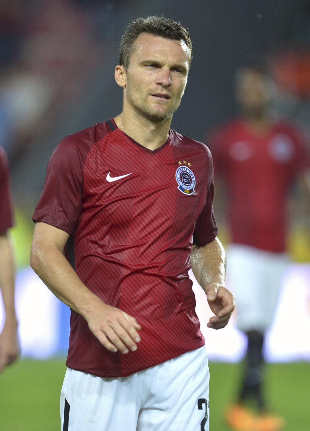 Sezonu 2016-2017 odehrála Sparta s dresy bez generálního sponzora na hrudi
