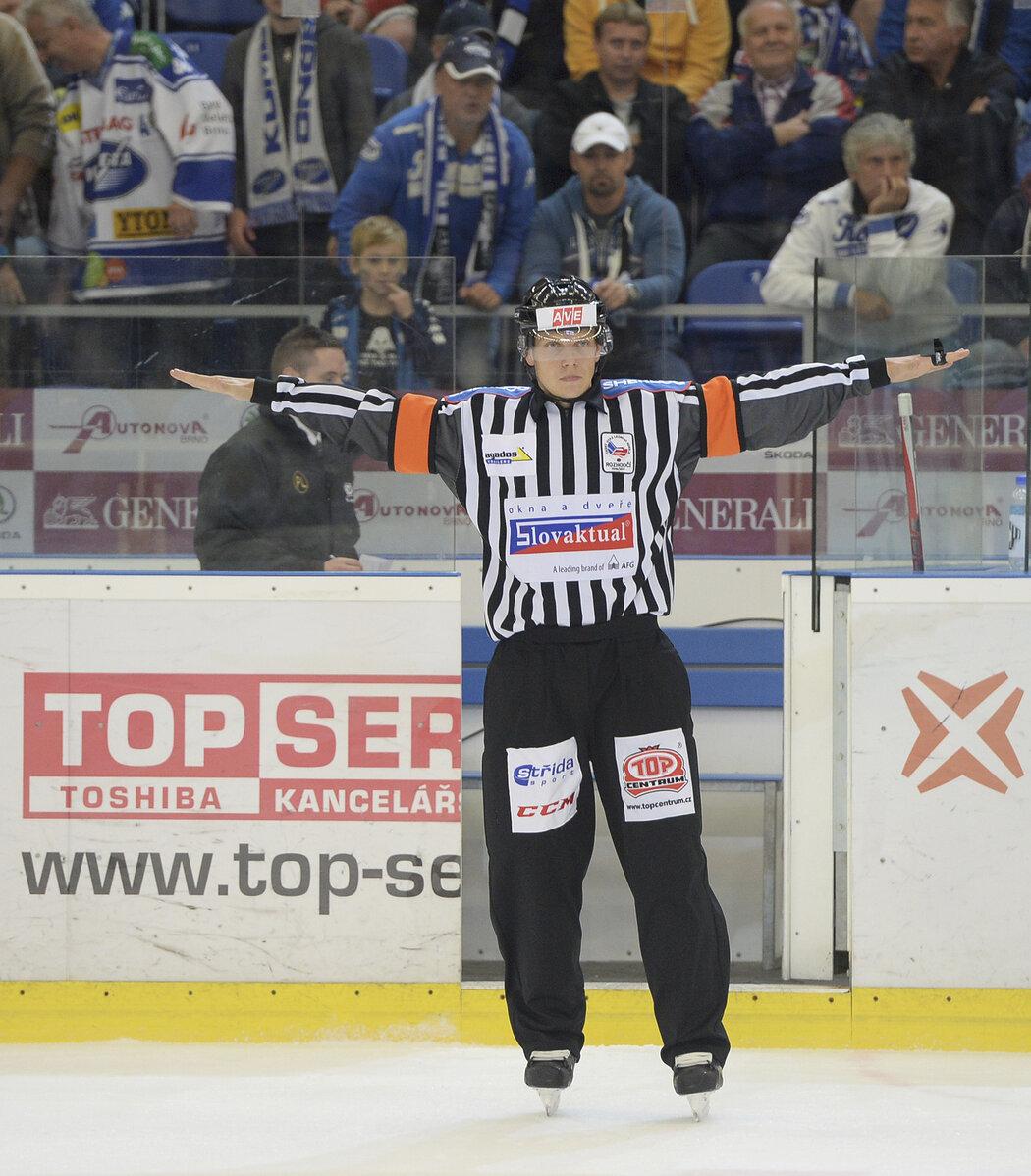 Český rozhodčí Jan Hribik nebude opět chybět na MS v hokeji