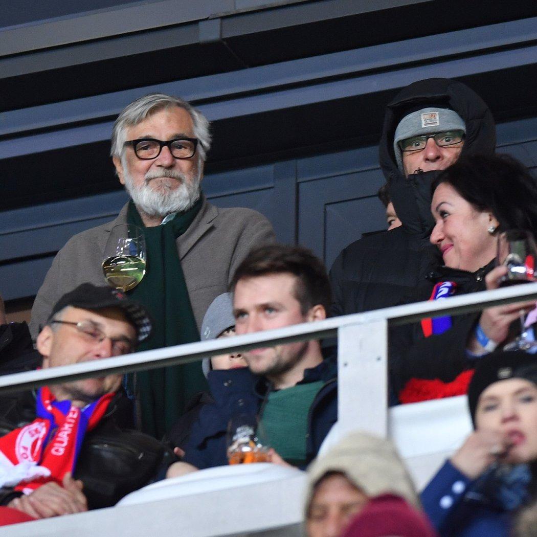 Herec Jiří Bartoška navštívil utkání Slavie s Chelsea