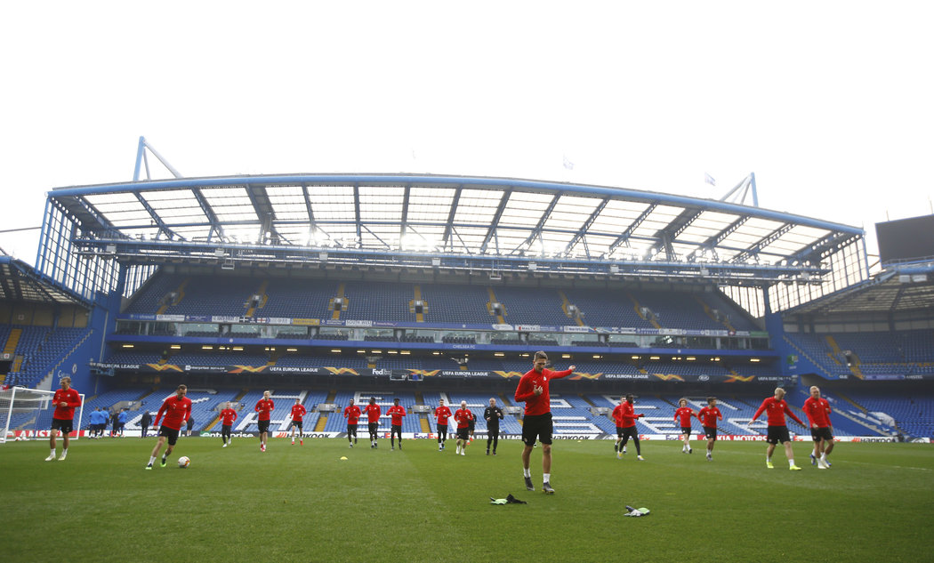 Fotbalisté Slavie trénují na stadionu Chelsea