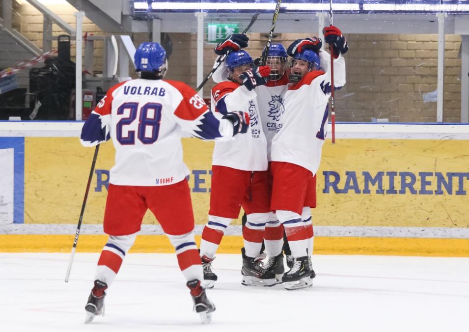 5d5dc7e9a7143 Česká reprezentace do 18 let si na mistrovství světa poradila s Finy a  zajistila si postup