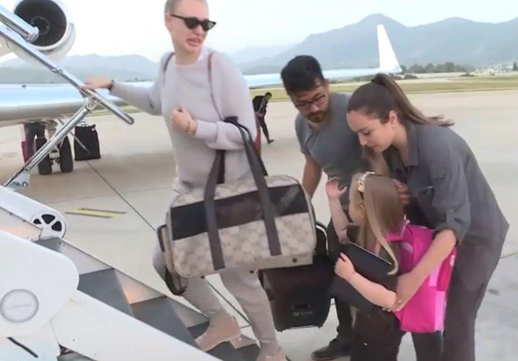 Manželka Josefa Šurala hned v pondělí vpodvečer opustila Turecko ministerským letadlem