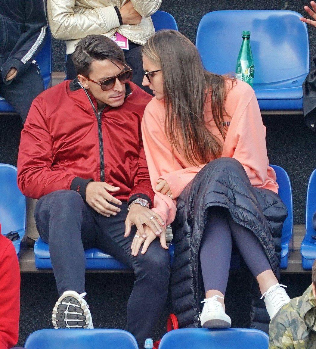 Karolína Plíšková s manželem Michalem Hrdličkou v hledišti pražského turnaje WTA