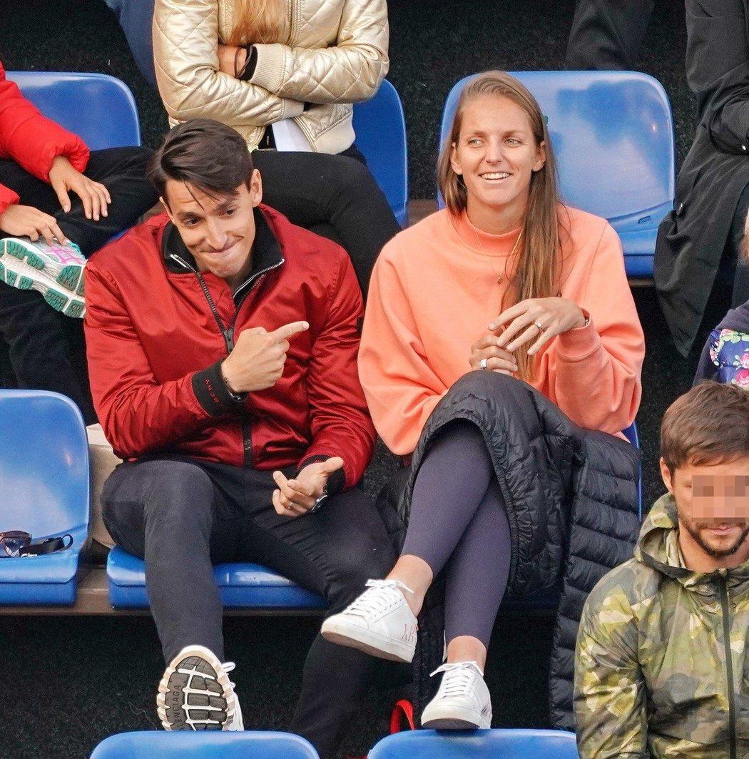 Ona je hvězda... Michal Hrdlička s Karolínou Plíškovou na tenisovém turnaji ve Stromovce