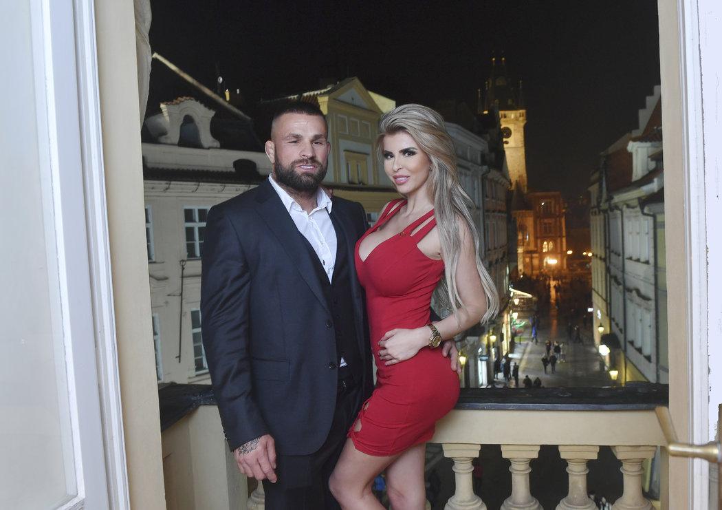 Karlos Vémola a Lela Ceterová v pražském hotelu Ventana