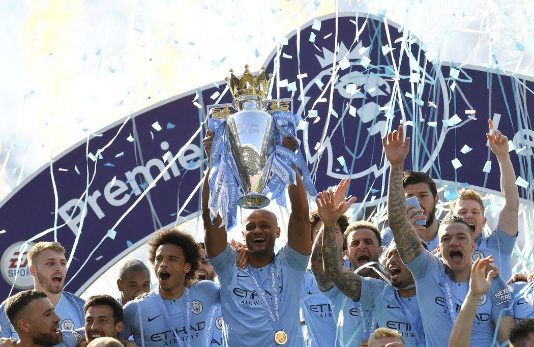 Oslavy fotbalistů Manchesteru City s mistrovským pohárem
