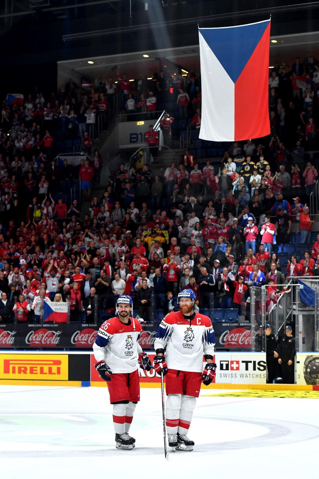 Dvougólový střelec Michal Řepík a kapitán Jakub Voráček děkuji fanouškům po vysoké výhře 8:0 nad Rakouskem