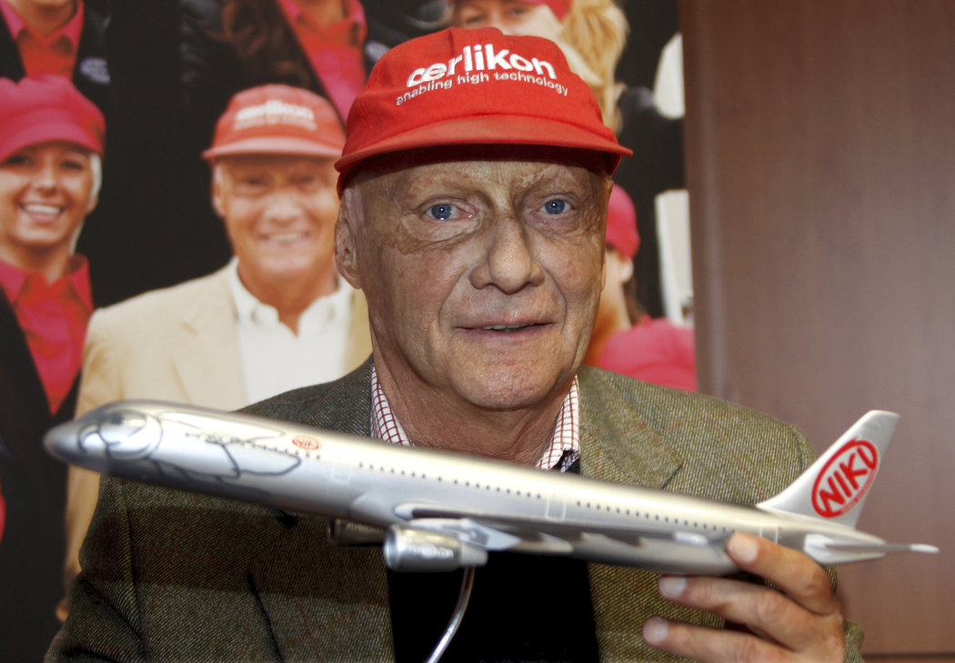 Kromě závodění se Niki Lauda věnoval i letecké dopravě jako majitel společností Lauda Air, Niki či Laudamotion, jejichž letadla občas sám pilotoval.