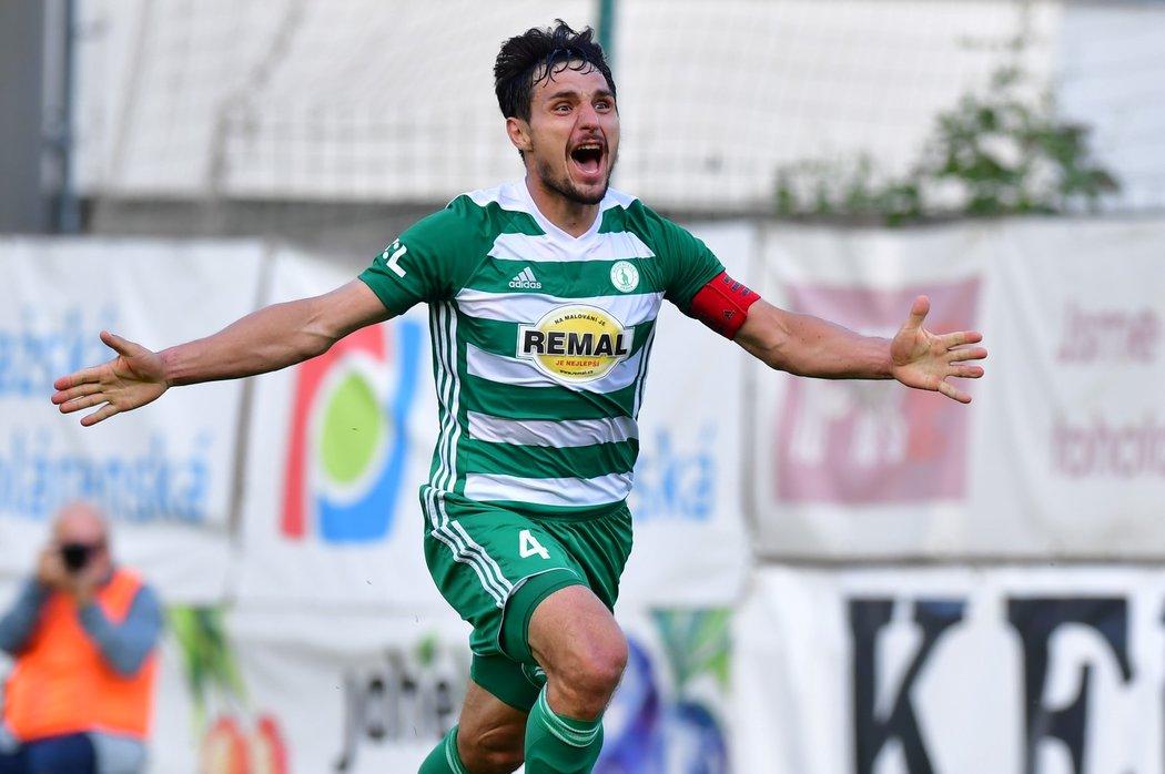 Kapitán Josef Jindřišek se raduje z vyrovnávacího gólu proti Opavě, kterým zachránil Bohemku v lize