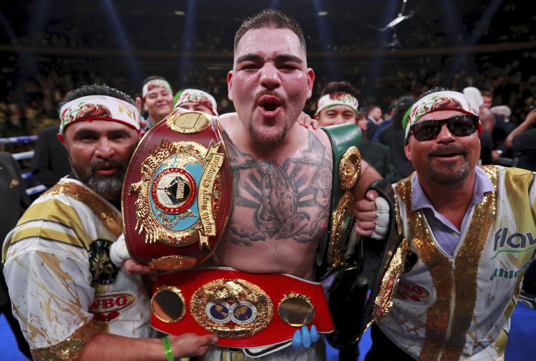 Novým držitelem titulů šampiona IBF, WBO, WBA, IBO v těžké váze se stal Andy Ruiz Jr.
