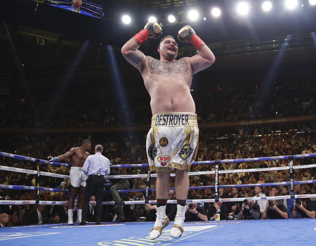 Novým králem světové těžké váhy se stal Andy Ruiz Jr.