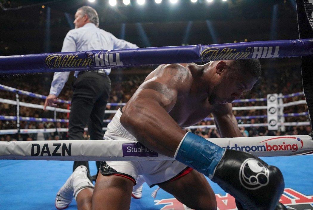 Boxer Anthony Joshua při překvapivé prohře v New Yorku