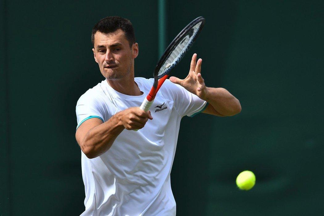 Pokuta okolo devíti tisíc liber hrozí Bernardu Tomicovi za výkonu v prvním kole Wimbledonu proti Jo-Wilfriedu Tsongovi