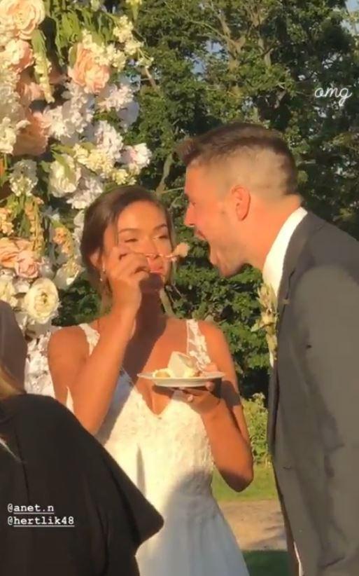 Aneta Tomáše škádlila se lžičkou dortu