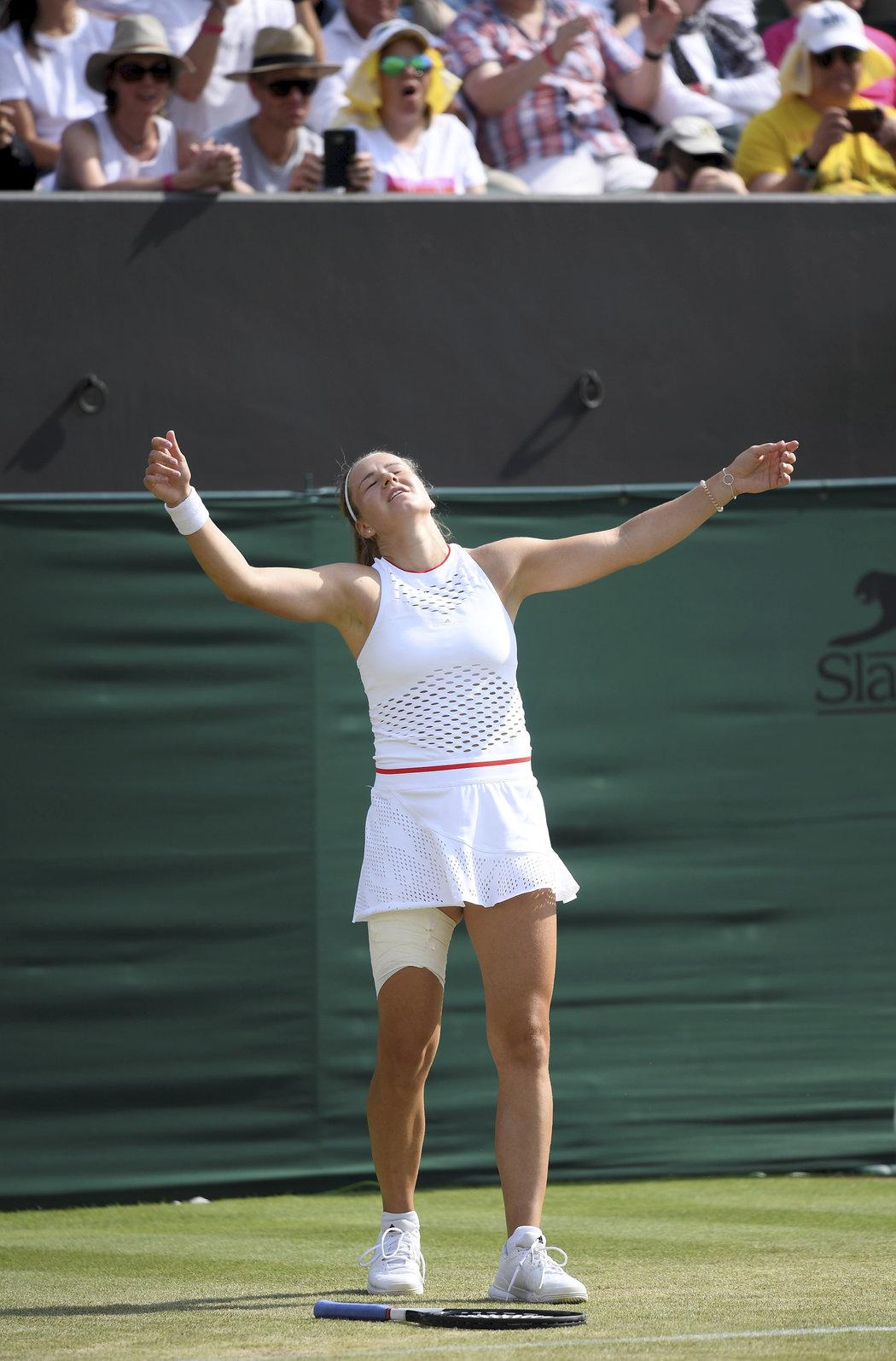 Euforie Karolíny Muchové po výhře nad Karolínou Plíškovou a postupu do čtvrtfinále Wimbledonu