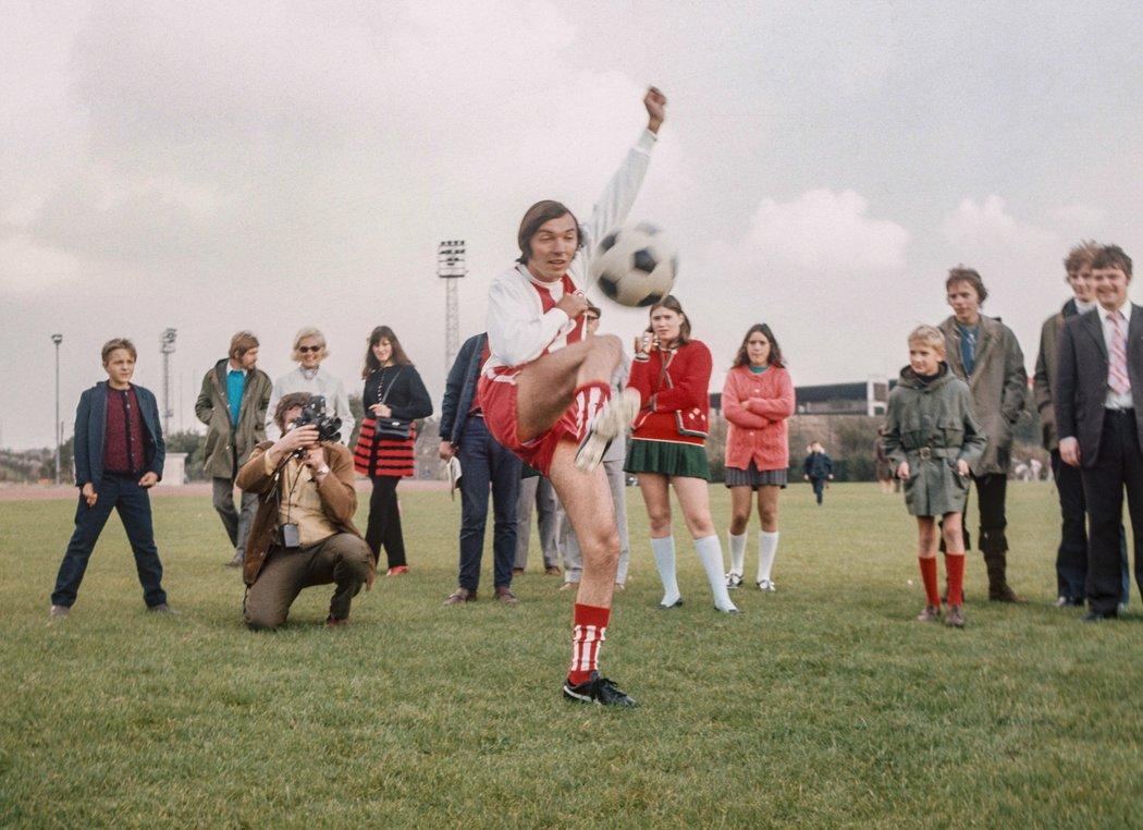 Karel Gott v roce 1970 trénoval s bundesligovým klubem Rot-Weiß Essen.