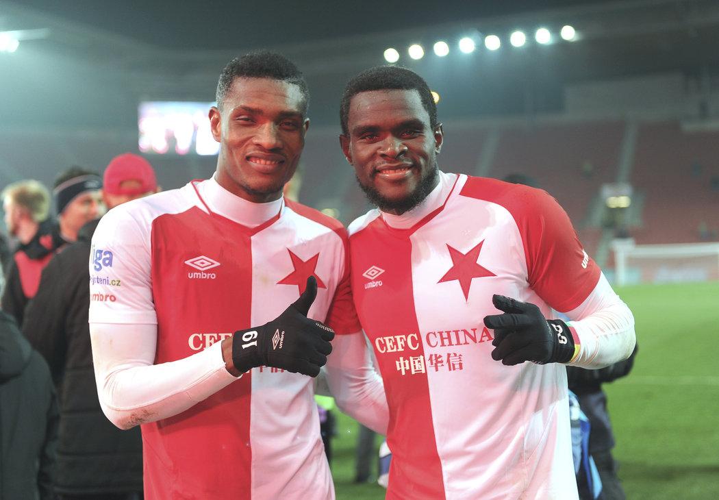 Simon Deli (vlevo) ani Michael Ngadeu už Slavii nepomůžou, Pražané řeší jak úspěšné stopery nahradit