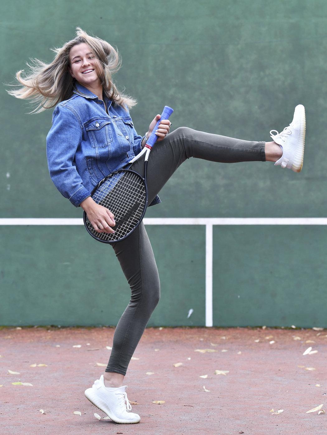 Překvapivým postupem do čtvrtfinále Wimbledonu si Karolína Muchová vysloužila novou kytaru, o kterou se vsadila s manažerem Tomášem Peterou