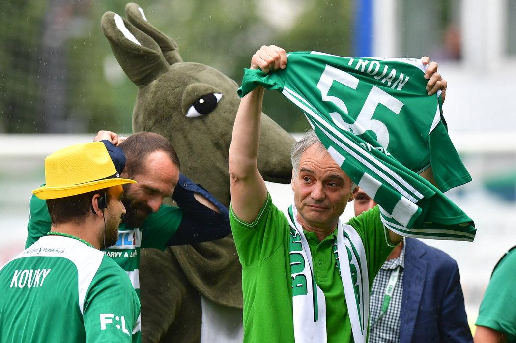 Ivan Trojan, velký fanoušek Bohemians, dostal od milovaného klubu dres k 55. narozeninám