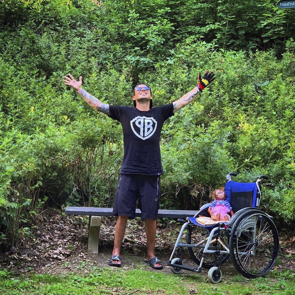 Motokrosový závodník Libor Podmol se zotavuje po těžkém zranění obou nohou
