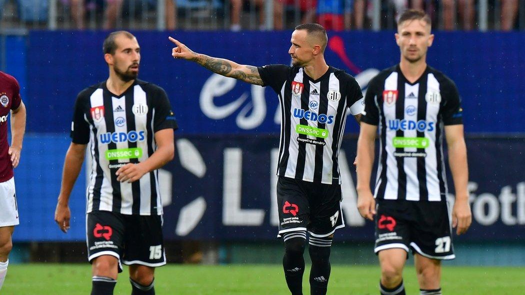 Kapitán Českých Budějovic Jiří Kladrubský poté, co proměnil penaltu proti Spartě