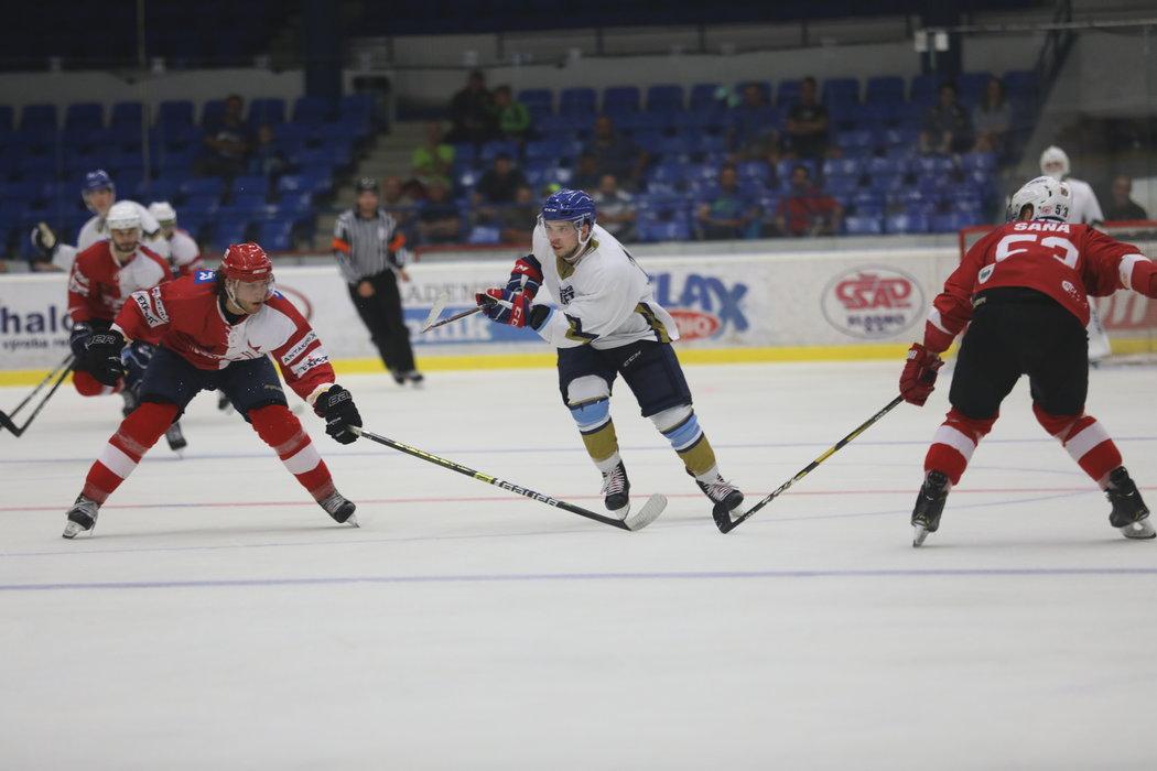Hokejový útočník Martin Réway v přípravném zápase Kladna se Slavií