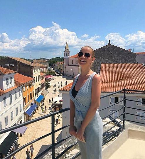 Jelena Dokičová se už opět může chlubit parádní postavou, tady pózuje na dovolené v Chorvatsku