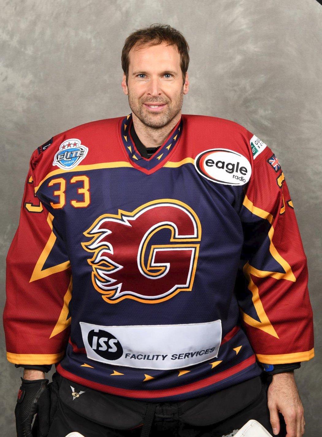 Petr Čech se dokonce vyfotil i v zápasovém dresu Guildford Flames, hrající nejvyšší britskou hokejovou soutěž