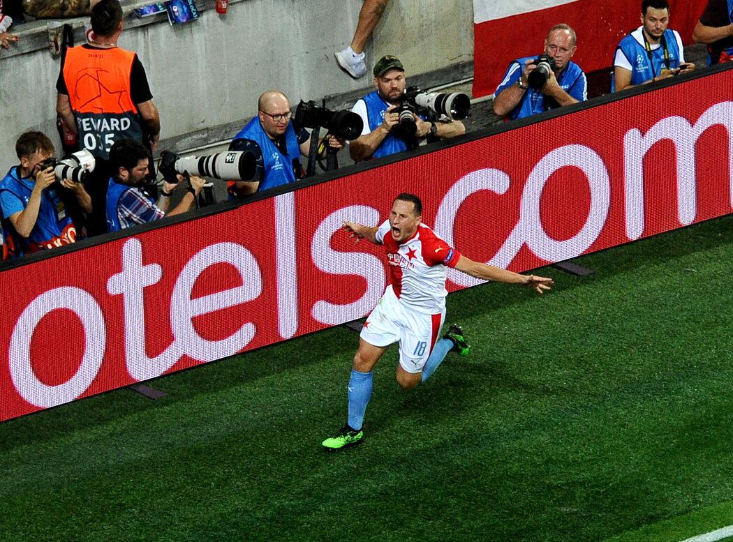 Jan Bořil slaví svůj gól v odvetě Ligy mistrů proti Kluži