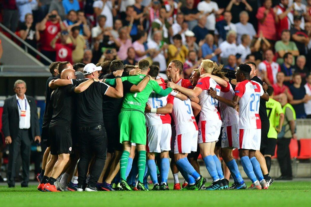 Fotbalisté Slavie slaví po 12 letech postup do základní skupiny Ligy mistrů